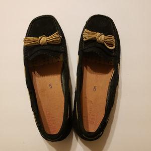 UGG Black Slip On Moc Size 6.5 F8014E S/N 1006035